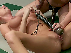 Two blondes wrestle on tatami and have some dirty banging