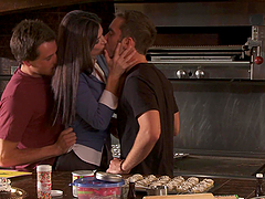 Magnificent India Summer Is A Dirty Wife And Goes Wild In A Threesome