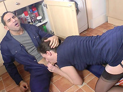 Repairman meets the horniest & sluttiest housewife