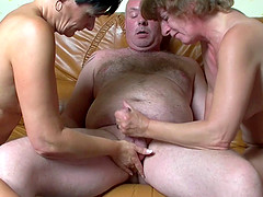 Hot granny with a chubby tattooed body enjoying a mind-blowing threesome