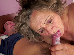 Granny hammered in her hot cunt and sucking him to orgasm