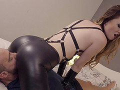 Facesitting beauty in leather pants wants a hot anal fuck