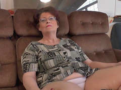 Moans as mature lesbian licks juicy pussy superbly on sofa