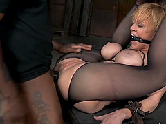 Dee Williams' anal hole is all a kinky master wants to play with