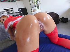 Latina with stunning buttocks celebrates Christmas with cock riding