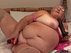 Elderly woman Libby gets naked for a kinky masturbation game