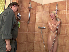 Old and young blonde porn in the shower