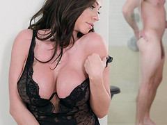 Hottest Latina Ariella Ferrera gets down on her knees and breaks a sweat