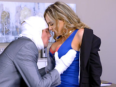 Natasha Nice seduced an injured fellow for a plowing game
