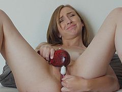 Blonde MILF babe Gracie makes herself cum with fingers and toys