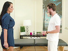 Brunette MILF Reagan Foxx gets exactly what she wanted