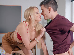 MILF with red lipstick Amber Jayne wants her mouth filled with cum