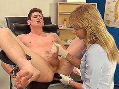 Dominantni Sestra treats her client't cock and ass until he cum badly