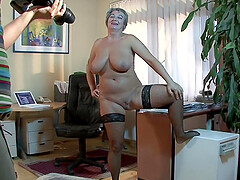 After she finished posing mature Eva F. gets her cunt banged by a dude