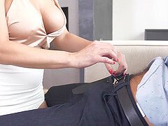 pretty milf Becky Bandini wants to show her sexual skills to her lover