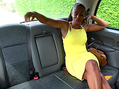 Hot ebony spreads her legs for a driver's hard cock in the taxi
