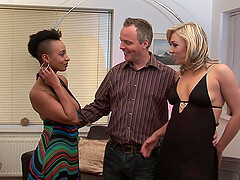 Couple invited an ebony girl for threesome