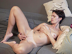 Amateur wife Daryna spreads her legs to masturbate on the sofa