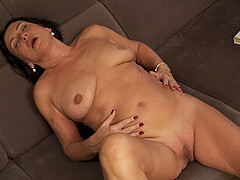 Chubby mature wife Olivia Westervelt enjoys playing with her clit