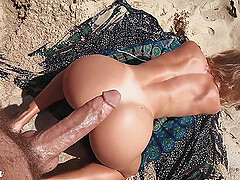 Amateur sex on a beach with gorgeous babe